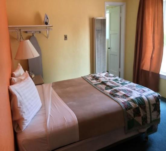 Los Padres Inn: Queen Room