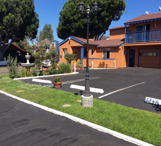 Welcome To Los Padres Inn - Ample Parking