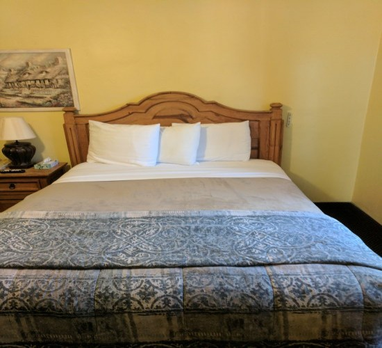 Welcome To Los Padres Inn - Queen Room